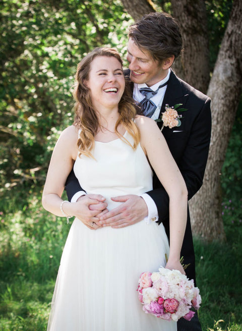 Brudepar som poserer på Hellviktangen